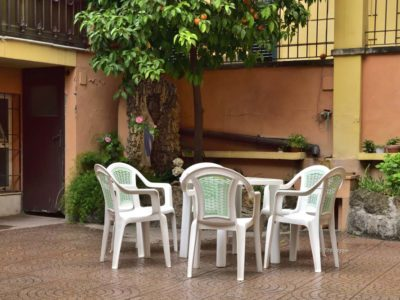 Sedie e tavoli in giardino